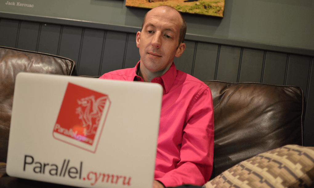 Neil Rowlands designing parallel.cymru in a coffee shop